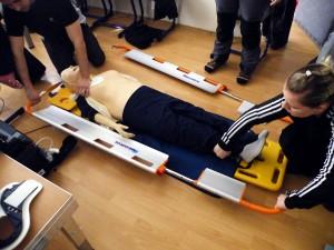 specialne-nosidla-pre-pacientov-s-podozrenim-na-poranenie-chrbtice-funguju-na-principe-skladacky-a-zabezpecuju-minimalizaciu-otacania
