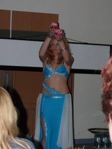 jedno-z-prekvapeni-vecera-arabske-tanecnice