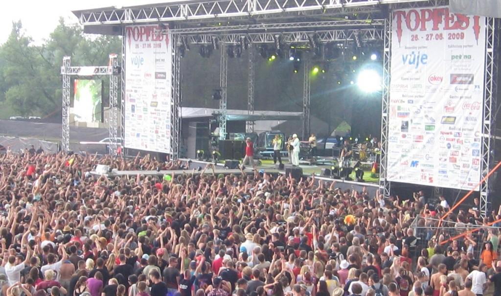 kusok-z-atmosfery-na-topfest-e-2009