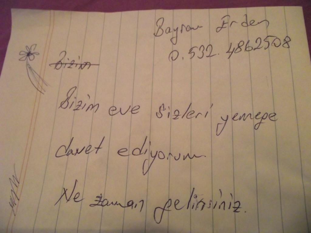 """Odkaz od majiteľa bytu, v ktorom sme bývali. Preklad: """"Pozývame vás na večeru do nášho domu. Príďte kedykoľvek!"""""""