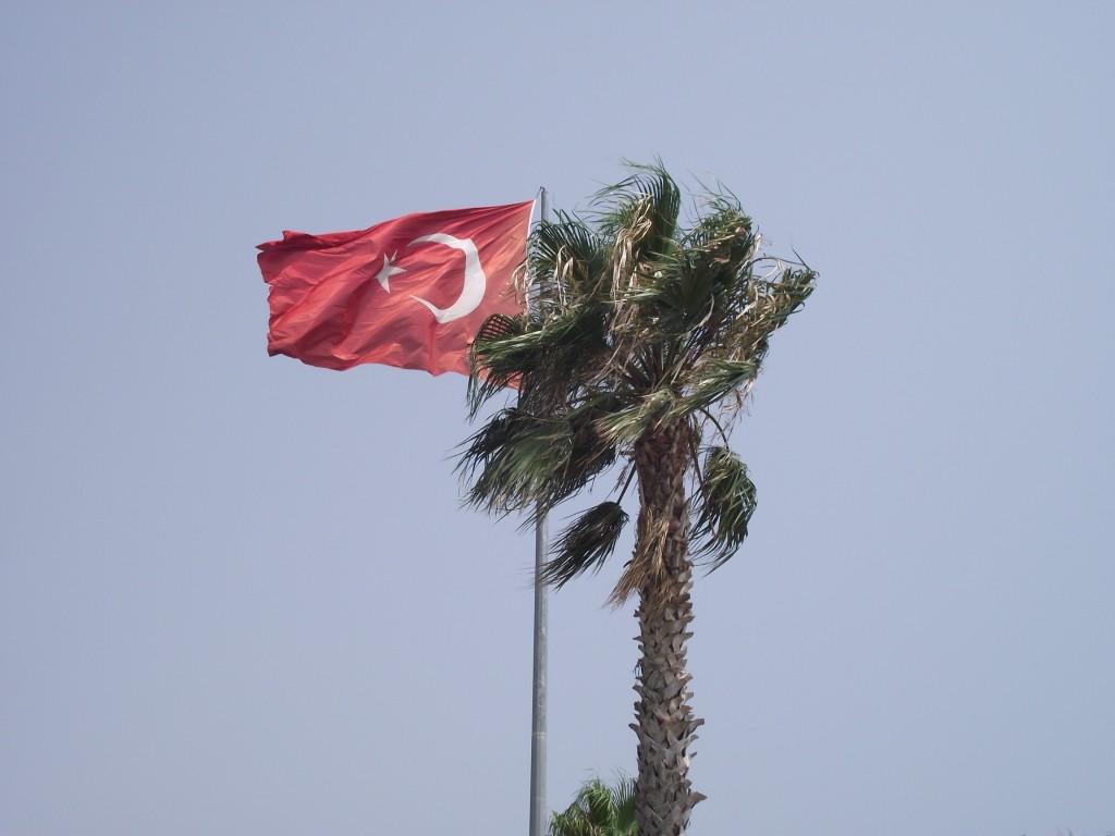 Turecká hrdosť sa prejavuje mnohými spôsobmi. Jedným z nich sú všadeprítomné zástavy.