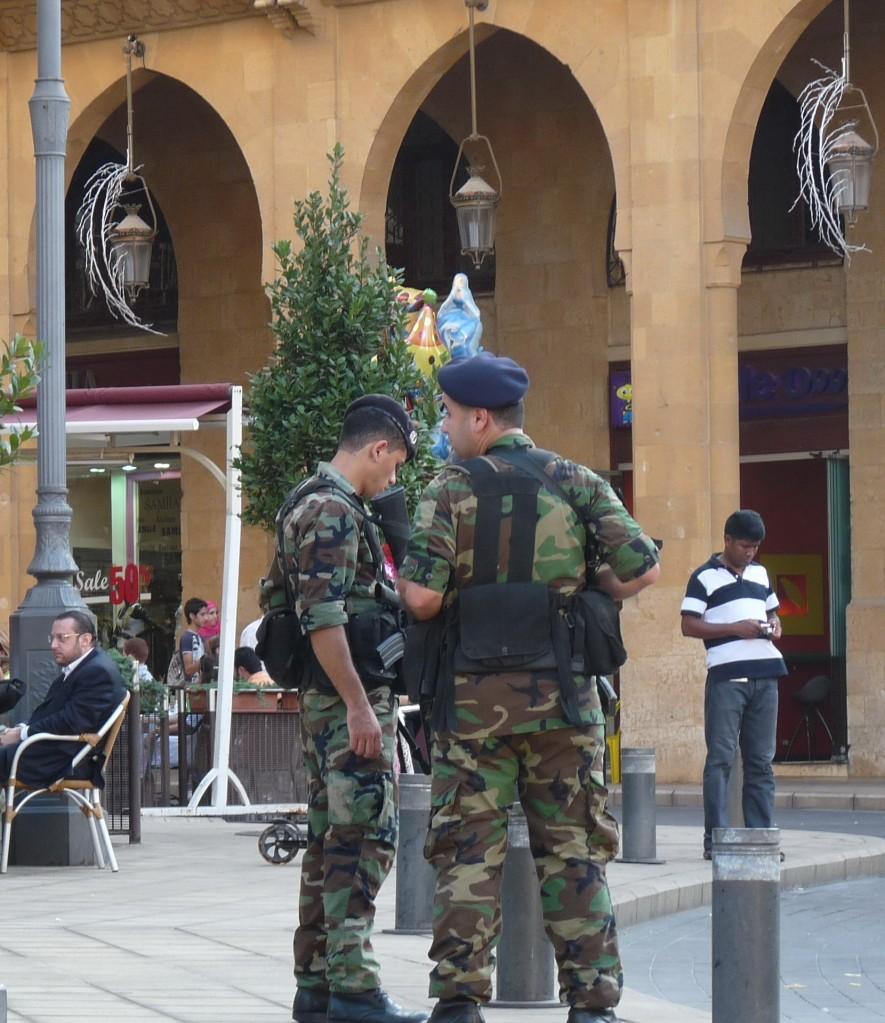 mnozstvo-vojakov-v-meste-si-domaci-takmer-nevsimaju