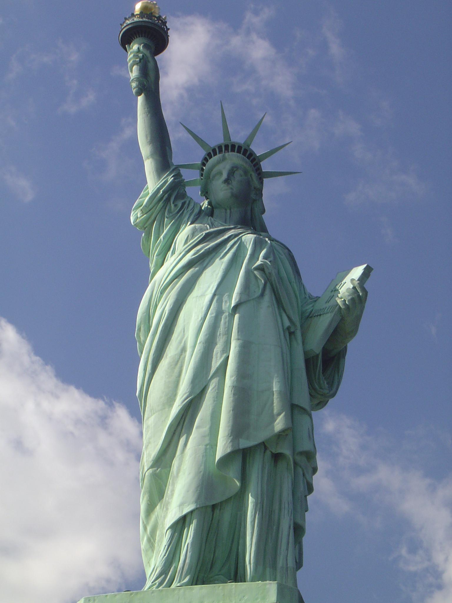 Symbol slobody stojí na Liberty Island.