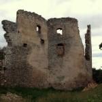 V Oponiciach nájdete hrad, kaštieľ i známe Apponyiho múzeum.
