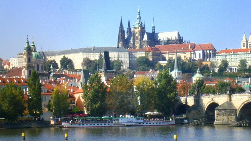 Krásna stovežatá Praha