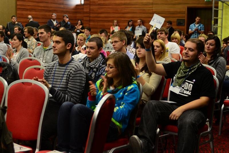 Na prednáškach sa zúčastnilo 400 ľudí, z toho 200 študentov