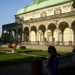 Andrejka pred Belvedere v Kráľovskej záhrade, Praha