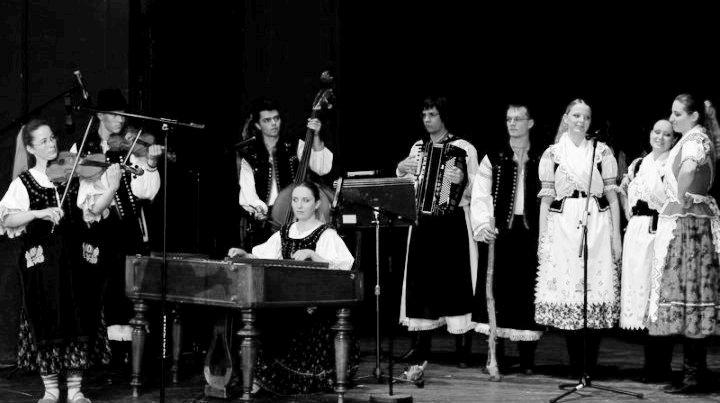 Ponitran - kompletná zostava muzikantov a speváčok