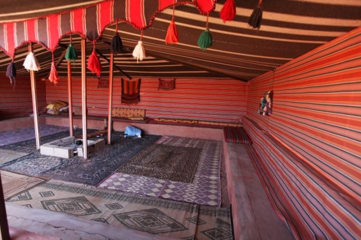 Jeden z mnohých beduínskych táborov v národnom parku Wadi Rum je veľkým lákadlom pre zahraničných turistov