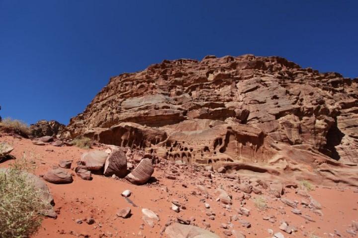 Skalné formácie v národnom parku Wadi Rum nájdete doslova na každom kroku