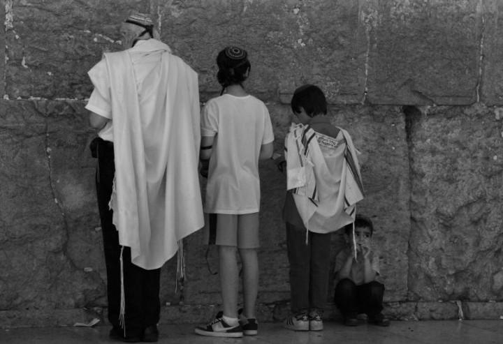 Múr nárekov a veriaci