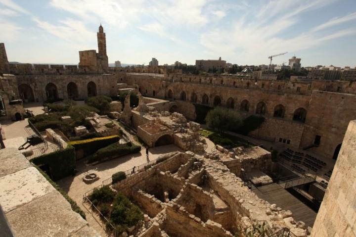 Archeologické nálezisko v Dávidovej veži v centre starého Jeruzalema. Pevnosť slúžila po stáročia ako sídlo panovníkov