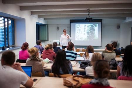 Prednáška Andreja Mikulu v rámci projektu Eskalátor