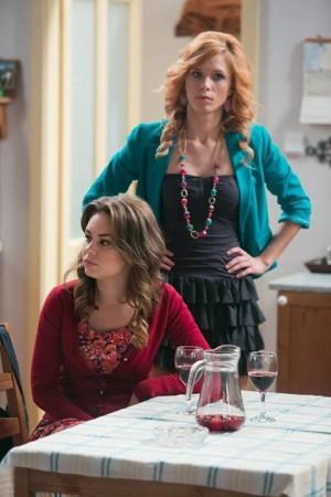 Postava Lindy  Polákovej (vpravo) v seriáli Chlapi neplačú je Máriinou prvou skúsenosťou pred kamerou