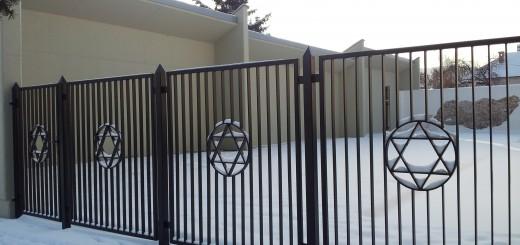Záhrada holokaustu_brána