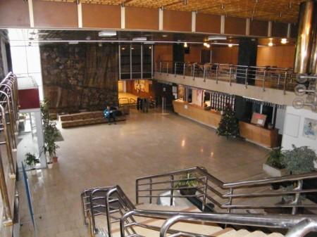 V súčasnosti priestory univerzity, kedysi známy hotel