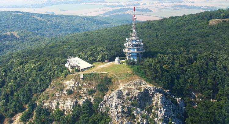 Letecká snímka vrchu Zobor