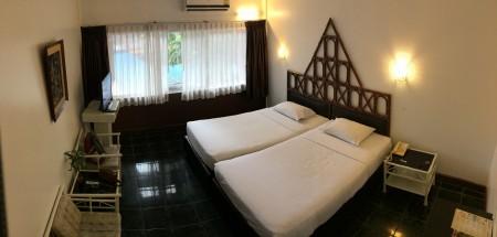 Hotelová izba v Thajsku s raňajkami a bazénom pod oknom za desať eur na noc.