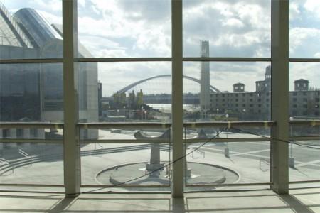 Pohľad z interiéru budovy SND