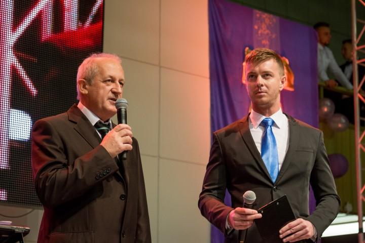 Moderátor programu s rektorom Ľubomírom Zelenickým