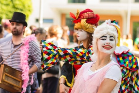 Študenti v maskách zabávali všetkých ľudí navôkol