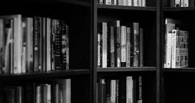 bookshelves-932780_640