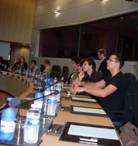 do_diskusie_s_komisarom_sa_aktivne_zapojili_aj_studenti