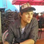 mladik_s_podmanivym_usmevom_bez_popisku