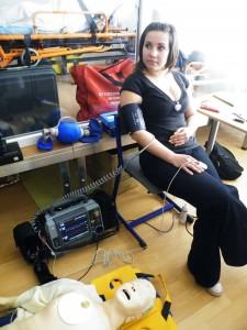 defibrilator-v-akcii-studentke-zmeral-pulzovu-frekvenciu-tlak-i-okyslicenie-krvi