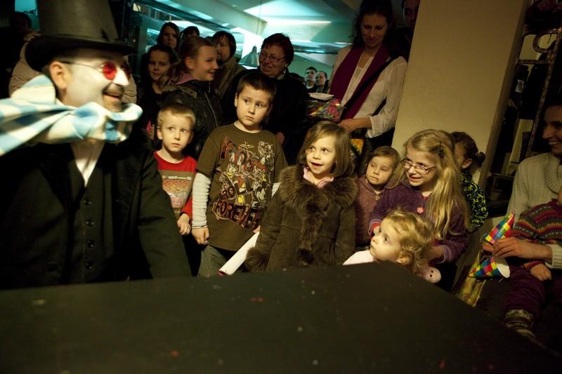 Členom súboru a zamestnancom divadla robí najväčšiu radosť úsmev na detskej tvári.