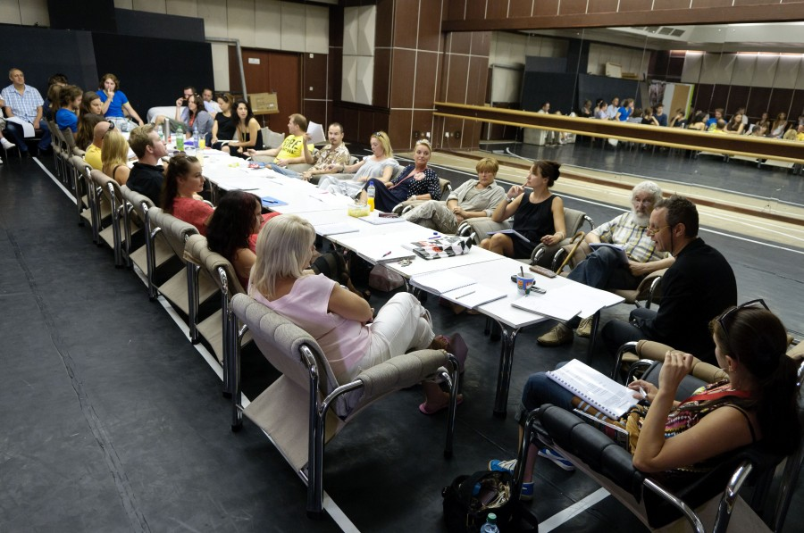 V muzikáli Sladká Charity sa na javisku stretne viac ako 50 hercov a tanečníkov