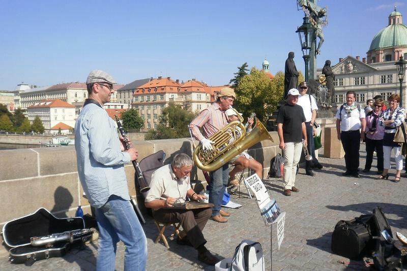 Pouliční muzikanti na Karlovom moste