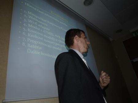 Marek Števík pri prezentácii svojho projektu na Olympiáde techniky Plzeň 2013