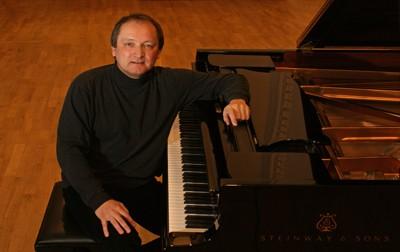 Klavirista Ivan Gajan