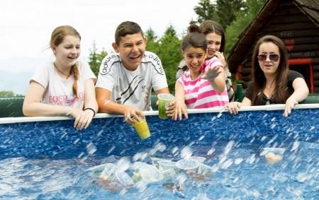 Fŕkanie vody, smiech a snaha vyloviť pre každého zo svojho oddielu Bubbleology čaj. Deti potešili aj takéto drobnosti.