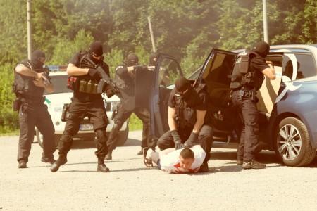 Počas ukážok policajných zásahov bol zatknutý aj vedúci táboru Patrik.