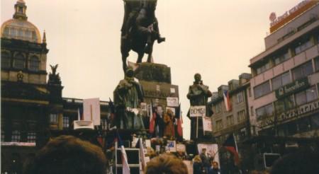 Prague_November89_-_Wenceslas_Monument