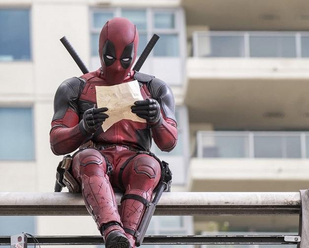 Strelné zbrane, meče a oblečenie bez dierok - spoznajte Deadpoola