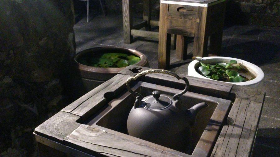 11b4ee7e9 Jesenné počasie prináša so sebou chladné večery, kedy by človek najradšej  zaliezol pod perinu so šálkou horucej čokolády alebo čaju. Čaj je z týchto  dvoch ...