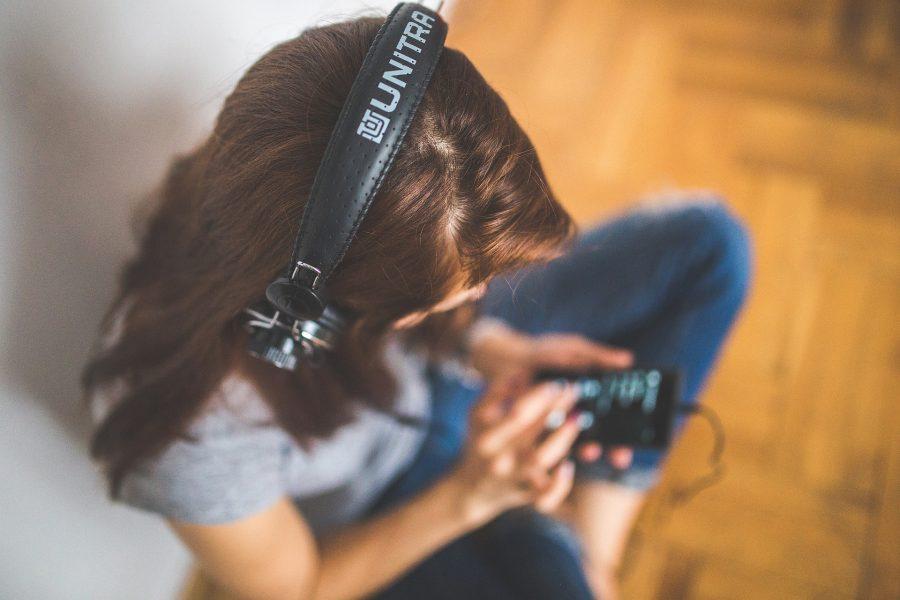 podcasty, ktoré sa oplatí počúvať